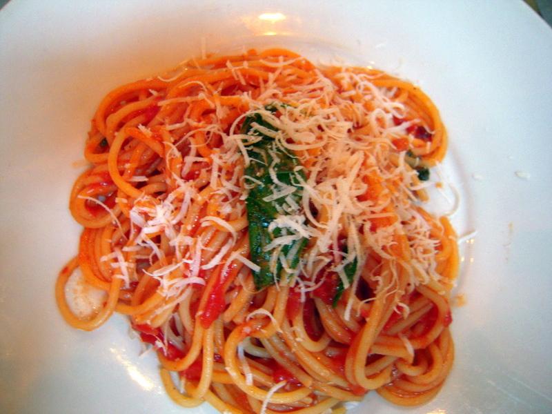 spaghetti with tomato sauce Delfina style