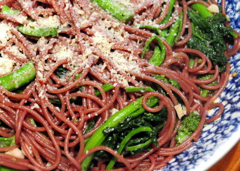 spaghetti in zinfandel sauce with broccoli rabe, garlic and chile
