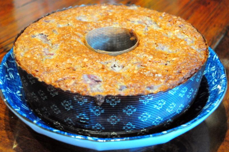 bolo de marmelo com côco e amêndoas