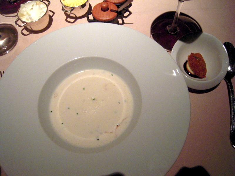 Billi-Bi soup with tempura mussel