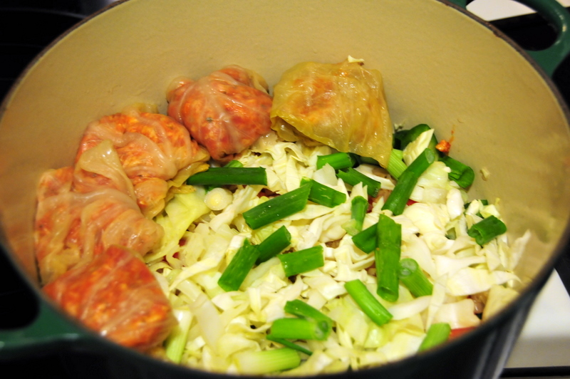 beginnning to layer the stuffed cabbage