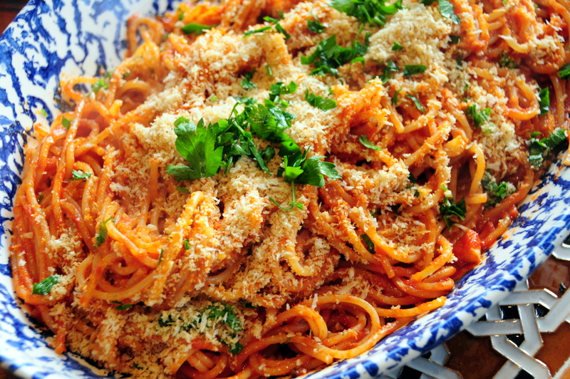spaghetti con acciuche e mollica AKA spaghetti with anchovies and breadcrumbs