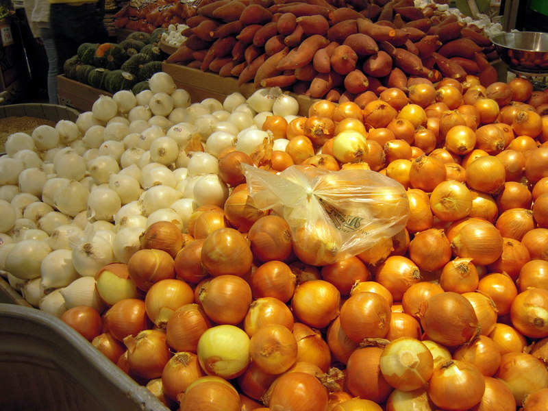 white and yellow onions