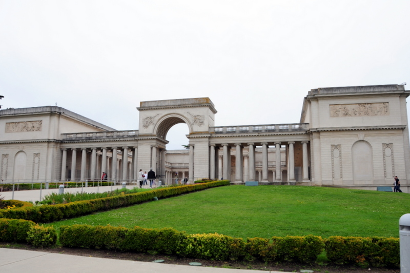 chilly and overcast Legion of Honor Museum in San Francisco