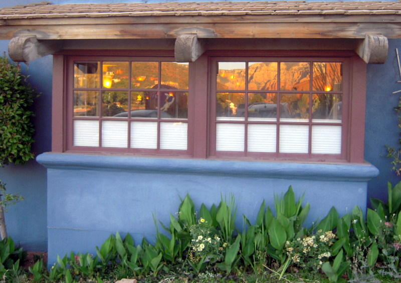 I like this pic of the Heartline Cafe exterior because you can see the gorgeous Sedona red rocks reflected in the windows quite easily